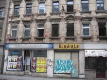 Bildinhalt: So sah die Hausfassade noch im Sommer 2008 aus.   copyright: Lindenauer Stadtteilverein