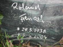 Bildinhalt: Die letzte Ruhestätte von Roland Frenzel (1938-2004) befindet sich auf dem Lindenauer Friedhof Merseburger Straße 148, unweit der Grabstelle des Malers und Grafikers Max Schwimmer und dessen Frau Ilske Schwimmer.
