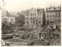 Bildinhalt: Foto der Odermannstraße 12, entstanden während der Bauarbeiten für das Westbad 1928-1930. Quelle: SGML, GOS-Nr. s0016879
