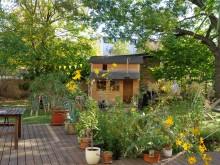 Bildinhalt: Hostel & Garten Eden & Holzhütte