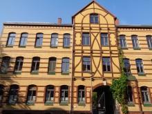 Bildinhalt: Straßenansicht des Hauses. Die Roßmarktstraße war bis etwa 1860 der Dorfplatz von Lindenau.