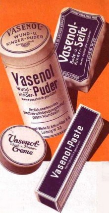 Bildinhalt: Reklame für Vasenol-Puder, Paste, Creme und Seife. Quelle: Mit freundlicher Genehmigung Europäisches Flakonglasmuseum, Sammlung Monika Jürgens-Winefeld.