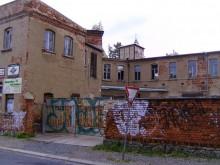 Bildinhalt: Hinter den Mauern der Thüringer Straße 1-3 verbirgt sich eine wechselvolle Geschichte. Hier arbeitete ab 1964 auch Georg Dertinger, der vormalige erste Außenminister der DDR.