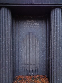 Bildinhalt: Grabmal Theodor Mannborg (+ 26.7.1930) auf dem Leipziger Südfriedhof