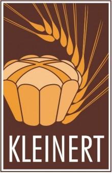 Bildinhalt: Die Bäckerei Kleinert in Leipzig-Lindenau stellt mit viel Handarbeit Brote, Brötchen, sächsischen Kuchen, typisch Sächsischen Stollen, Original Leipziger Lerchen, Torten und Snacks her. Der Vorgängerbetrieb in der William-Zipperer-Straße 53 war die Bäckerei Gravenstein.