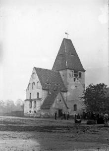 Bildinhalt: Die alte Lindenauer Dorfkirche im Jahre 1878. Foto Hermann Walter (1838-1909) - Stadtgeschichtliches Museum Leipzig, Inv. F/5018/2005