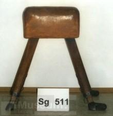 Bildinhalt: Dieser Turnbock für Schüler ist in der ständigen Ausstellung