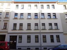 Bildinhalt: Im Hofgebäude der damaligen Albertinerstraße 82 baute die Schlosserei Richard Dathe Motorradseitenwagen.