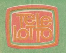 Bildinhalt: Tele-Lotto war eine Lotterie, veranstaltet vom VEB Wettspielbetrieb. Teilnahmen konnte man durch den Kauf von Tippscheinen in den Lotto-Annahmestellen, und gewinnen konnte man, indem man die richtigen Zahlen angekreuzt hatte. Die Fernsehsendung Tele-Lotto war die notariell beaufsichtigte öffentliche Ziehung der Gewinnzahlen, die man später auch in der Zeitung lesen, im Radio hören oder an der Annahmestelle erfahren konnte. Verantwortlich für die Ziehung waren im Studio anwesende Ziehungsleiter des VEB Vereinigte Wettspielbetriebe Leipzig.