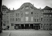 Bildinhalt: Das Varieté Drei Linden in Leipzig-Lindenau um 1920. Foto: gemeinfrei.  Atelier Hermann Walter: Bernhard Müller (* 1860; † 1930) Karl Walter (* 1877; † 11. Oktober 1940) - Stadtgeschichtliches Museum Leipzig Inv.-Nr.: F/5099/2005