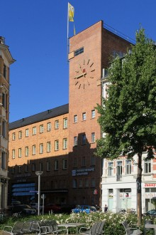 Bildinhalt: Westbad am Lindenauer Markt. Foto: wikipedia, Frank Vincentz, CC BY-SA 3.0