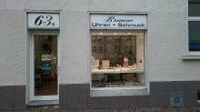 Bildinhalt: Uhren und Schmuck bietet seit mehr als einem halben Jahrhundert der Familienbetrieb Uhrmachermeister und Goldschmiedemeister Braune in der Merseburger Straße 63