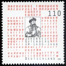Bildinhalt: Briefmarke der Deutschen Post AG aus dem Jahre 2000 zum 600. Geburtstag Gutenbergs. Johannes Gensfleisch, genannt Gutenberg (* um 1400 in Mainz; + vor dem 26. Februar 1468 ebenda), gilt als Erfinder des modernen Buchdrucks mit beweglichen Metalllettern und der Druckerpresse.
