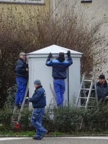 Bildinhalt: Montage des restaurierten Verteilers am 15. Dez. Foto: Uwe Buckendahl, Lindenauer Stadtteilverein eV
