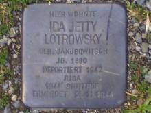 Bildinhalt: Hier in der Josephstraße 7 lebte Ida Lotrowsky. Ein Stolperstein für sie ist Bestandteil des