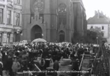 Bildinhalt: emsiges Markttreiben vor der Nathanaelkirche - die Älteren können sich noch gut daran erinnern