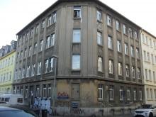 Bildinhalt: Hier, im dritten Stock der Angerstraße 41, wohnte ab 1917 Familie Schwimmer.
