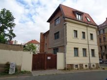 Bildinhalt: Schritt für Schritt gehen Rettung, Umbau und Sanierung des Eckgebäudes an der Holteistraße vorwärts. Foto vom Mai 2019